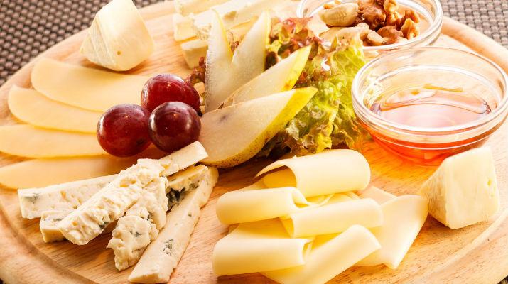 Как правильно подавать сырную тарелку?