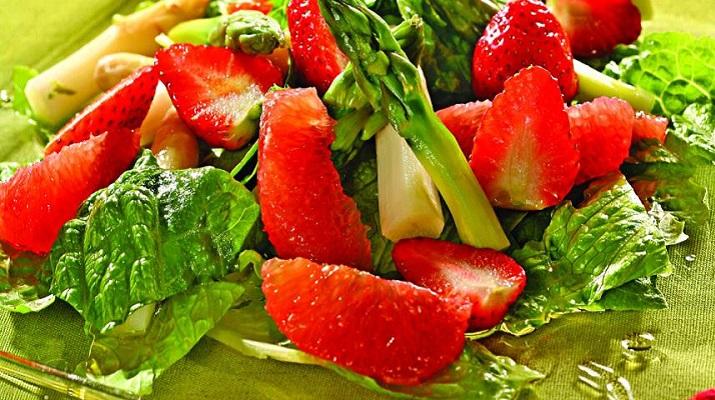 Празничный клубничный салат