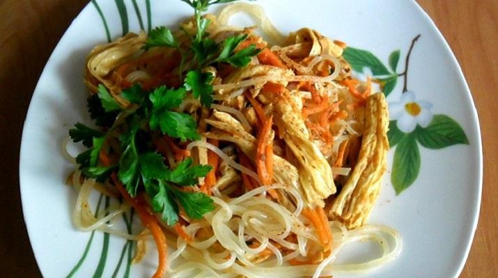 Корейский салат с фунчозой и спаржей