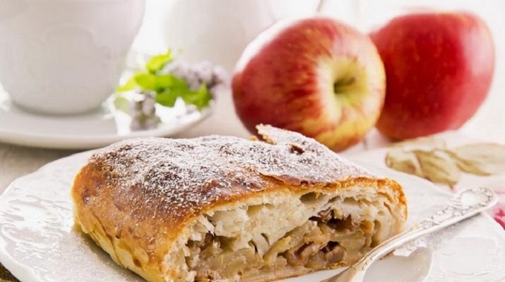Вегетарианский вариант Венского штруделя с яблоками и корицей