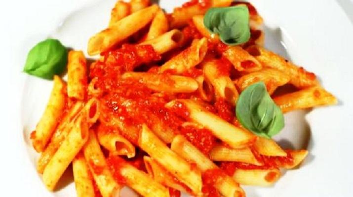 Итальянские макароны с чечевицей и томатами