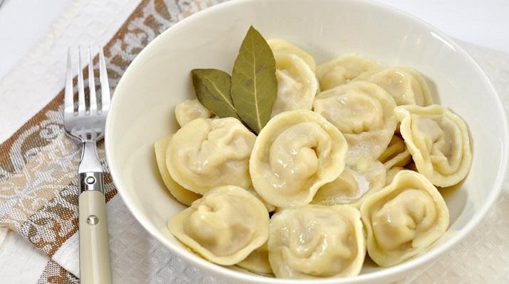 Простой и быстрый рецепт вегетарианского теста для пельменей