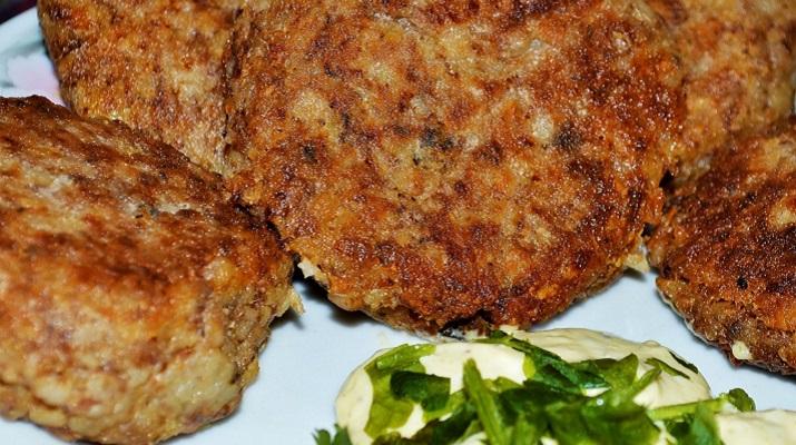 Вегетарианская котлета для бургера из гречневого фарша