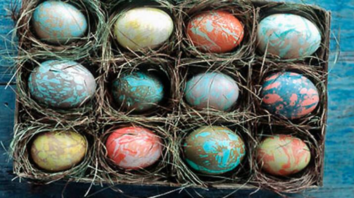 «Мраморные» яйца к Пасхе