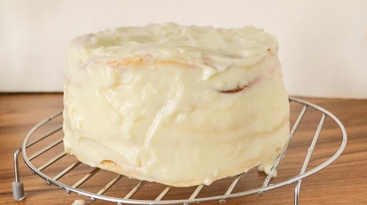 Бюджетный вегетерианский торт с заварным кремом