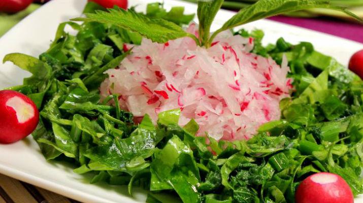 Салат с редисом и черемшой. Пасхальный стол