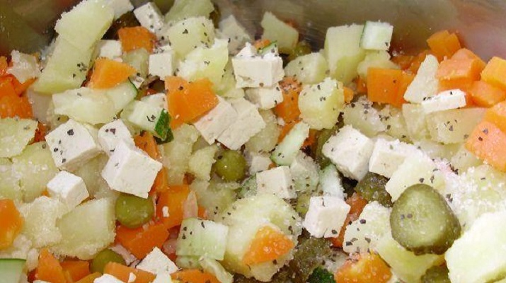 Вегетарианский салат с ананасами