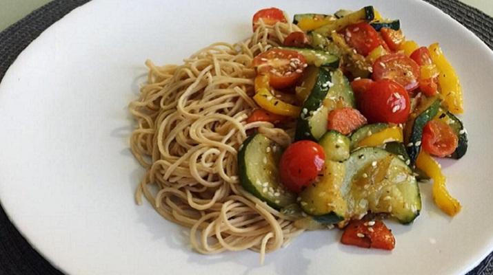 Вегетарианские спагетти с шампиньонами.