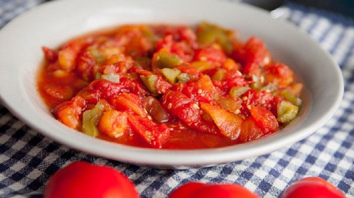 «Морская капуста» из одуванчиков и тушёные помидоры