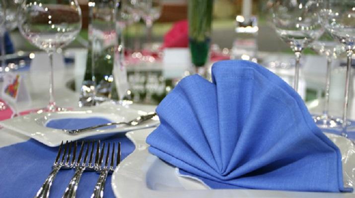 14 оригинальных способов сложить салфетку для праздничного стола