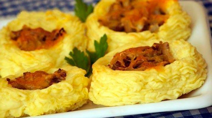 Гнездышки из картофеля с сыром и грибами