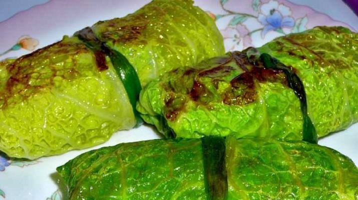 Голубцы из савойской капусты с зеленой чечевицей и рисом