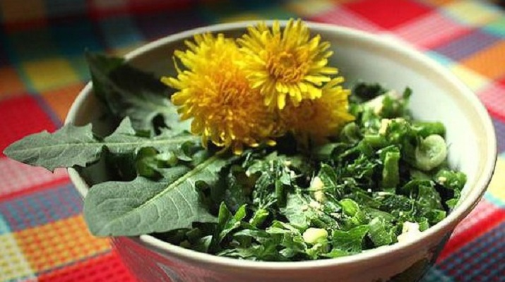 Салат из одуванчиков на завтрак