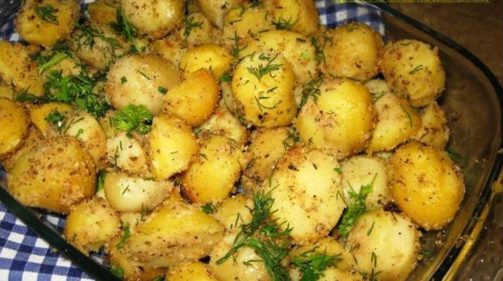 Картофель, запеченный с чесноком в сухарях