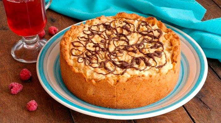 Бисквитный пирог с жареными грибами