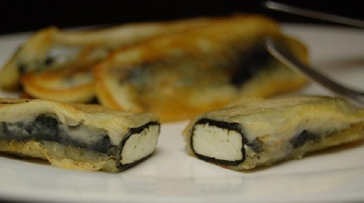 Кальмары с картошкой и соусом песто с кинзой