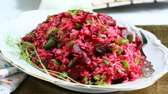 Салат с рисом и свеклой