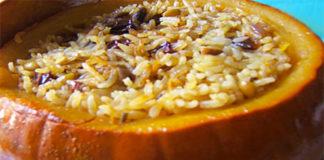 Тыква, фаршированная рисом и изюмом