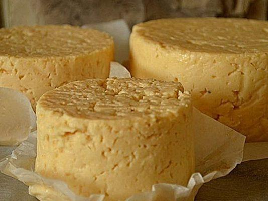 Штрудель из слоеного теста с грибами и сыром