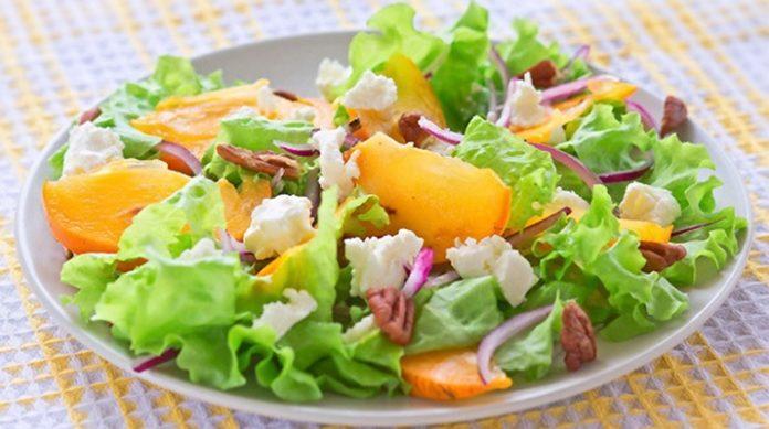 Полезный салат с хурмой