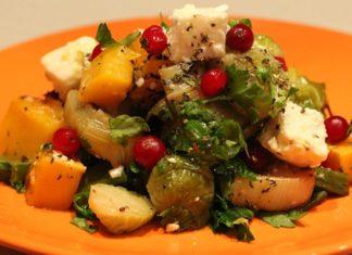 Осенний салат с тыквой и брюссельской капустой